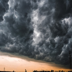 Thunder struck by Nick Beaudoin - Landscapes Cloud Formations ( nuages, thunder, orange, orage, coulds )