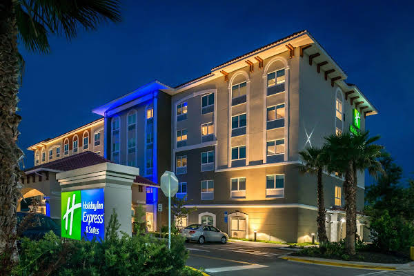 Holiday Inn Express and Suites St Petersburg Seminole Area