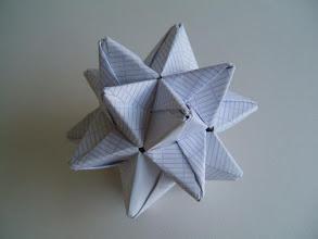 Photo: L'étoile à 20 branches en papier scolaire