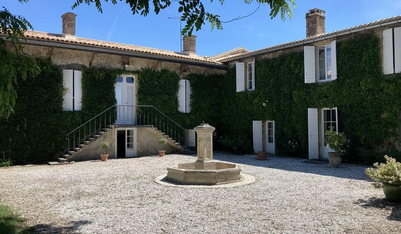 Propriété avec piscine et jardin Bordeaux