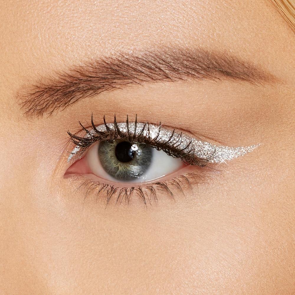 Eyeliner lấp lánh
