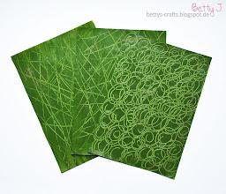 Photo: http://bettys-crafts.blogspot.de/2014/01/gemustertes-papier-selber-machen.html