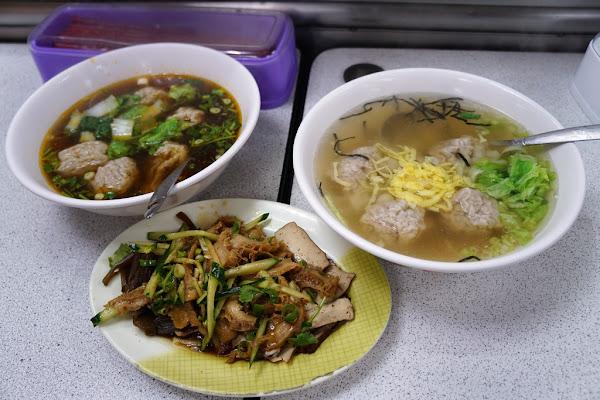 士東市場裏的好吃牛肉乾拌麵 還有超大顆的餛飩哦-岳家小館@天母@大葉高島屋