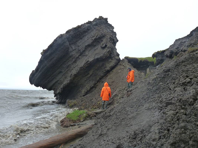 AWI permafrost scientists investigate the eroding coastline at the Siberian island Sobo-Sise, Eastern Lena delta. Photo: Guido Grosse / Alfred Wegener Institut Helmholtz Zentrum für Polar und Meeresforschung