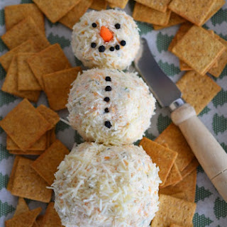 Kraft Snowman Cheeseball Recipe #CookingUpGood.