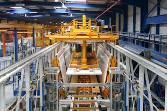 Photo: Lamberet SAS - Usine de Saint-Cyr/Menthon (01, France) - banc d'assemblage de caisses automatisé