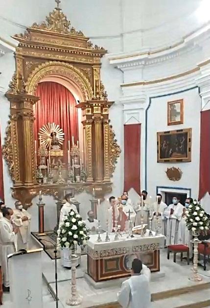 El rector del Seminario Conciliar de San Indalecio, Javier Ocaña, presidió la misa mayor.
