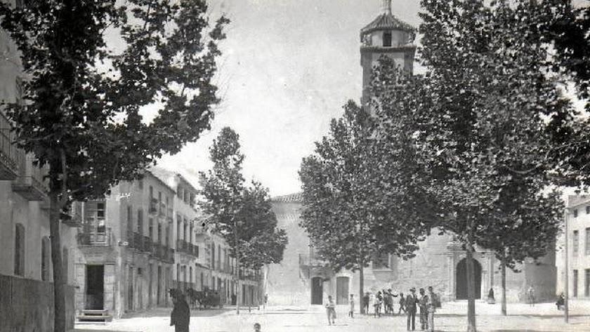 fotografía del año 1914 de la plaza del pueblo de Albox o Plaza Mayor, donde también se puede apreci