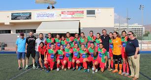 Foto de familia del Pavía con el concejal de Deportes.