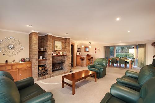 Photo of property at 6 Aranmore Crescent, Narre Warren North 3804
