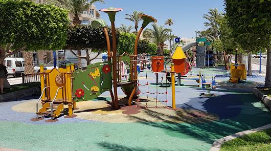Puesta a punto de los parques infantiles de cara al verano