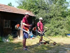 Photo: Křoviňáci před chalupou