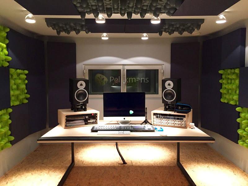 Postproductie studio voor Uitgeverij Pelckmans
