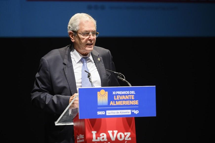 Jorge Carmelo, el alcalde de Vera, cierra el acto.