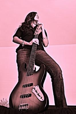 La Bassista Dal Basso di Sparky86