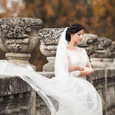 Wedding photographer Viktoriya Dovbush (VICHKA). Photo of 25.10.2013