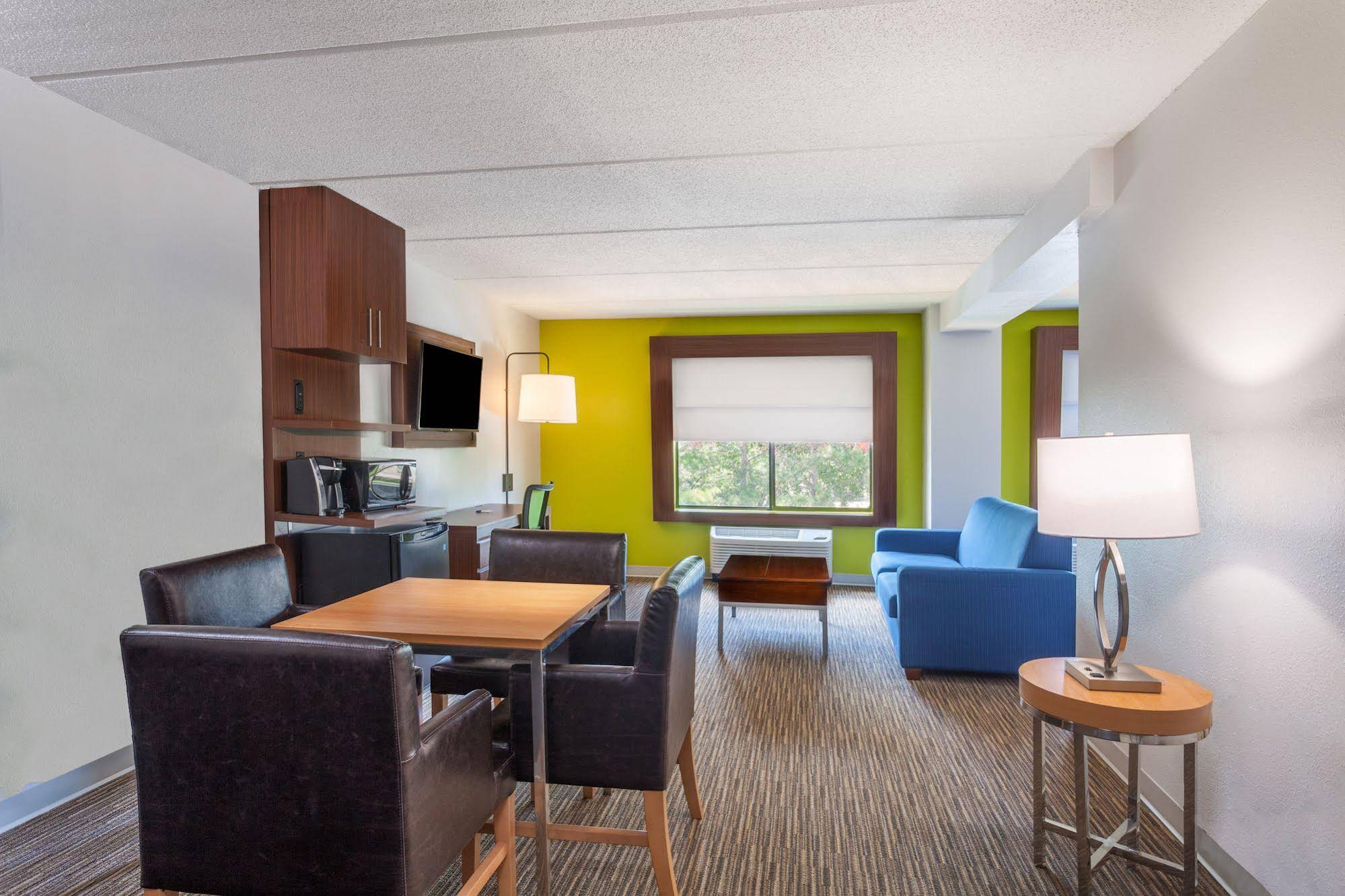 Holiday Inn Express and Suites Augusta West Ft Gordon Area