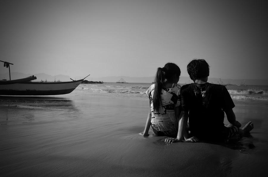 love in beach by Agung Hermawan - People Couples ( pantai, couple, beach, men and women )