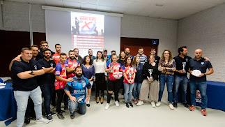 Los ganadores con la diputada de Deportes.