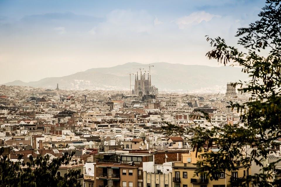 Halvat lennot Barcelonaan, Madridiin ja Malagaan | Parhaat lentotarjoukset ja lentodiilit Budjettimatka.com
