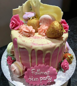 hen party drip cake