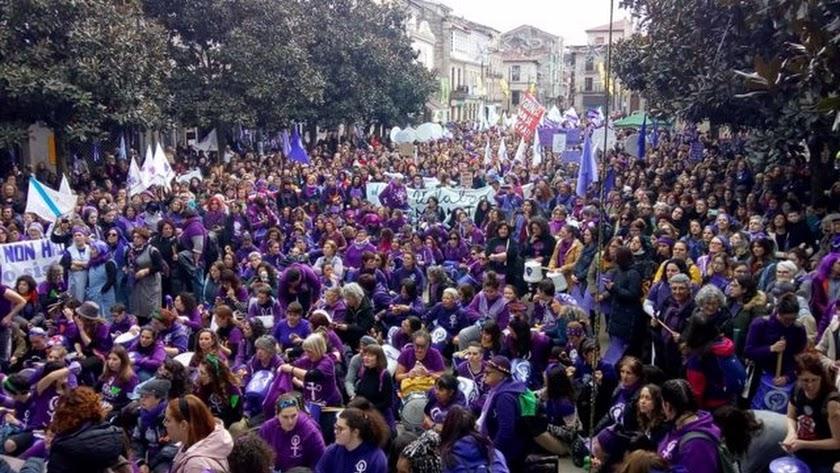 Manifestantes durante la concentración del 8-M.