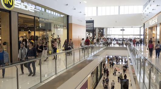 74.000 personas visitaron el centro comercial en su primer día