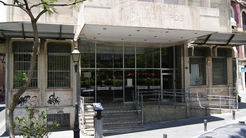 Fachada del edificio que era la antigua sede de Correos.