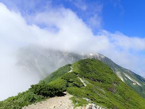 五龍岳はガスに覆われ…