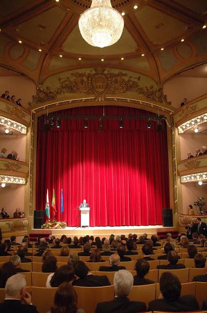 A reabertura ao público do majestoso Teatro Ribeiro Conceição completa hoje mais um aniversário