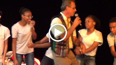 Video: Sensemaya en Guadeloupe : La Bamba par les élèves du Collège Michelet de Laurence Carlton et Adeline Le Bouffo) Pointe à Pitre