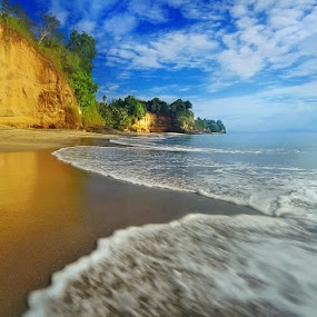 Dreamland Kolongan by Andrew Supit - Landscapes Beaches