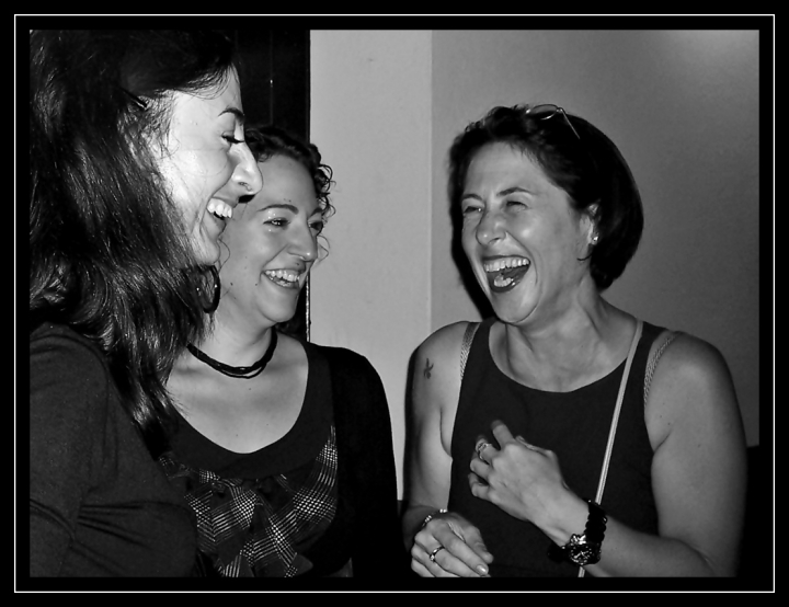 Chissà cosa le ha fatte divertire tanto? di www.fioregiallophoto.it
