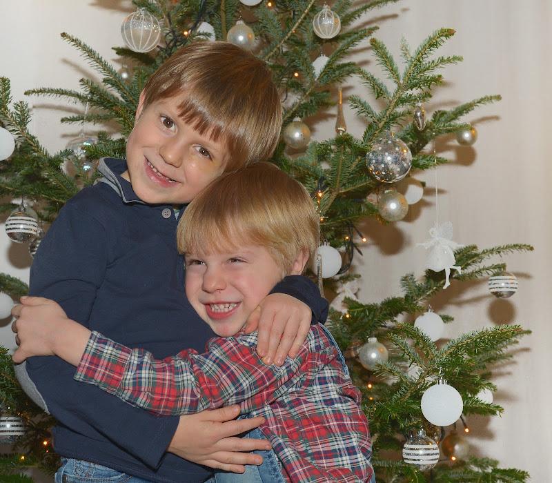 A Natale ci vogliamo tutti bene  di Isidoro.