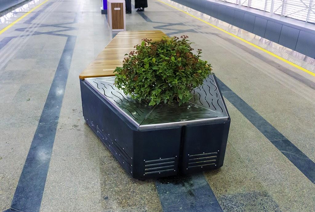 Скамейки на станции 4-Бекат