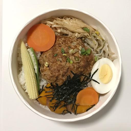 新鮮現做,低鹽低鈉的健康美味營養都兼顧的飯盒。食材講究,健康看得到,不會因為健康感覺沒味道,反而用簡單的調理讓人吃出食材的原味。