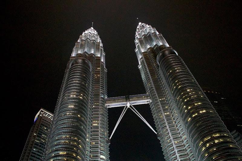 Petronas by night di Mihaela Robu