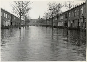 Photo: 1960 Overstromingen aan de Oranjeboomstraat ten gevolge van de hoge waterstand in de Aa of Weerijs.