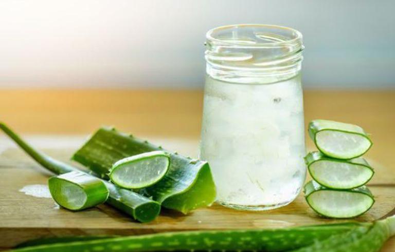 Uống nước nha đam để cải thiện tình trạng đau dạ dày sau sinh