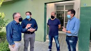 Javier Sánchez, Ismael Gil, Victoriano Lucas Herrerías y Sánchez Teruel, en el centro de atención primaria de Abla.