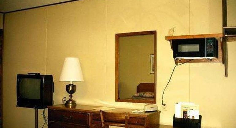 Budget Host Inn - Long Prairie