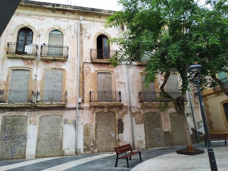 Edificio central ubicado en la Plaza Granero
