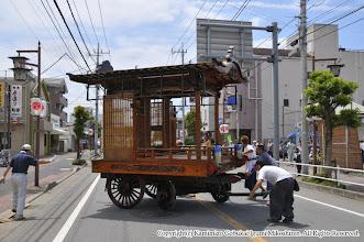 Photo: 【平成23年(2011) 宵々宮】  山車を五部会本部前に据え付ける。