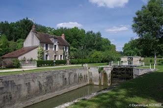 Photo: Une écluse et sa maison éclusière à Briare