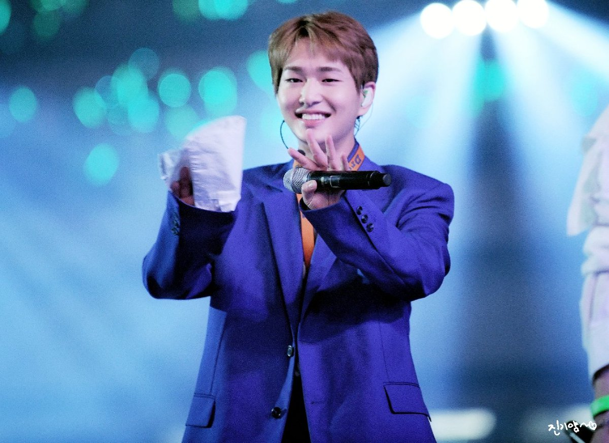 onew right hand 10