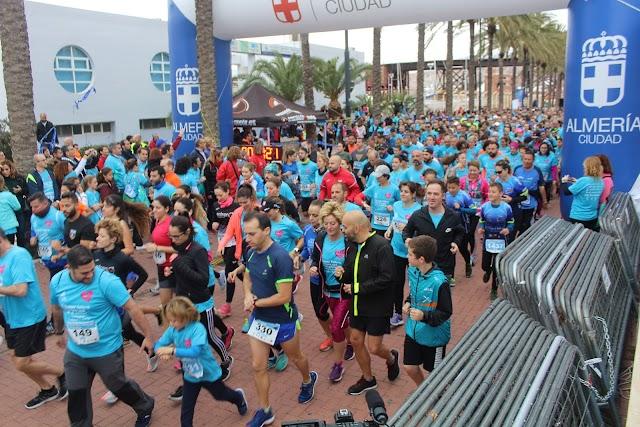 Familias al completo participando en la prueba deportiva-solidaria de la I Runner Fashion.