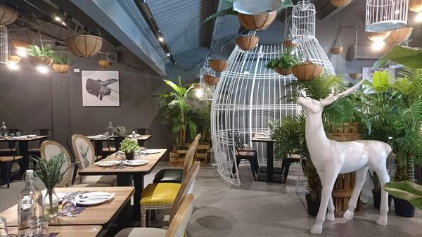 高雄~J.C.co藝術廚房~走進童話般的夢幻森林~鳥籠白鹿造景美到令人驚豔~CP值超高的主題餐廳~
