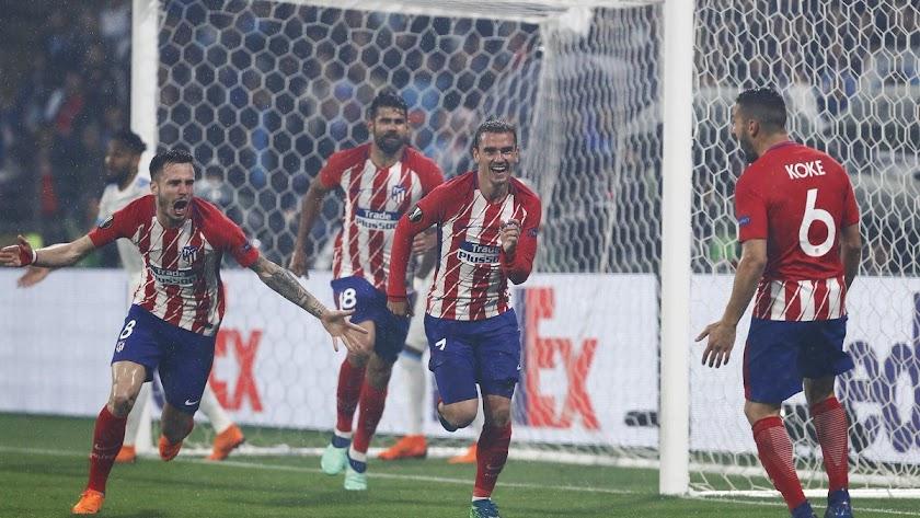 Griezmann celebrando un gol con sus compañeros.