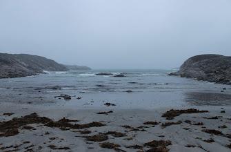 Photo: Подул ветер и пошёл дождь ,нам показалось ,что он шёл под давлением .Gore-Tex там не работает ,в этом убедились все участники экспедиции.