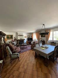 Maison 10 pièces 196 m2